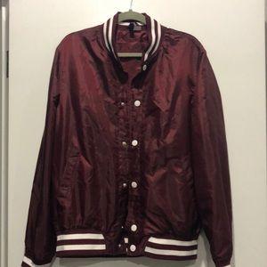 Light weight windbreaker jacket